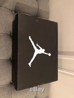 Air Jordan Retro 11 Faible Blanc / Noir Rouge Jamais Utilisé, Dead Stock Sz.