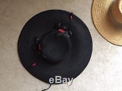 Chapeau De Paille Fin Des Années 1930 Noir Grand Bord Rouge Fleurs Vieux Stock Superbe
