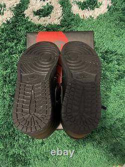 Nike Air Jordan 1 Rétro High Og Triple Noir Rouge Bred 2017 555088-022 Taille 9