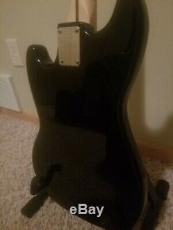 Squier Bronco Bass Guitar Chargé Tortue Rouge Noir, Double Rail Simple Bobine