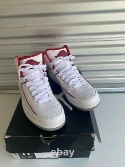 Taille 11 Jordan 2 Retro Blanc/noir-vrsty Red-cmnt Gry